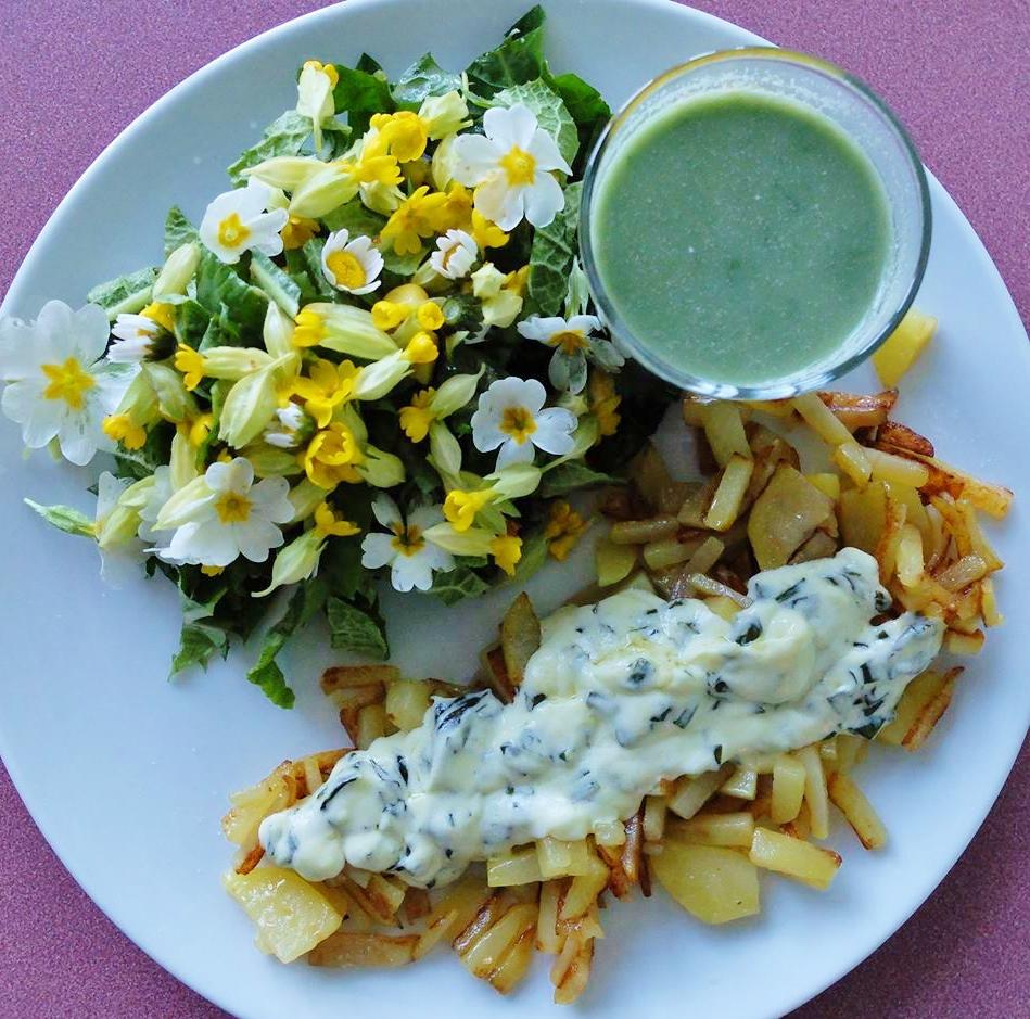 Salade de fleurs soupe aux orties et pommes de terre l 39 ail des ours - Pomme de terre germee comestible ...